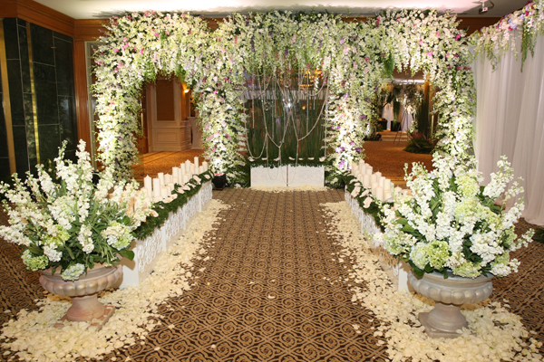Kết quả hình ảnh cho cổng hoa cưới phong cách mộc